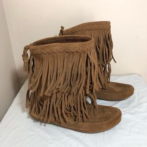 Minnetonka suede brown fringe boots size 6